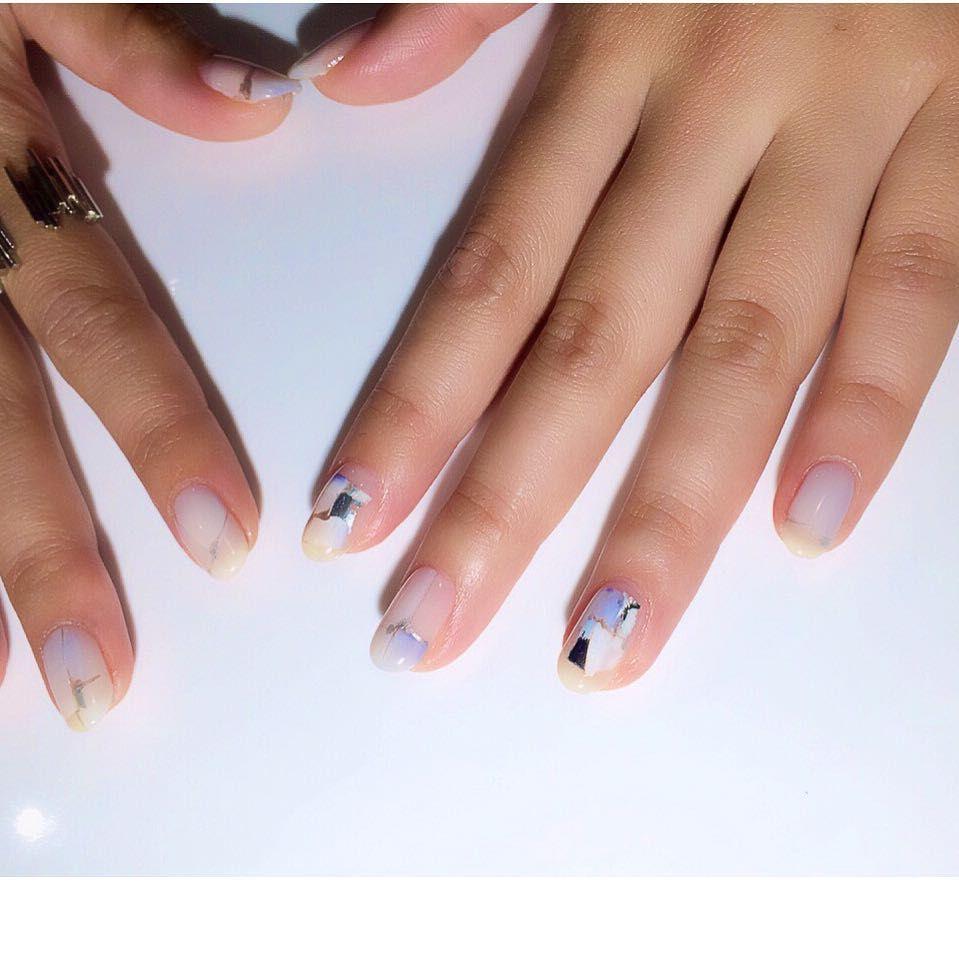 L 真っ白を強調させるblue 青みマットホワイト 透けるクリアホワイト milk 3種類の白とシルバー少々 ネイル ネイルアート ネイルデザイン  ジェルネイル nail
