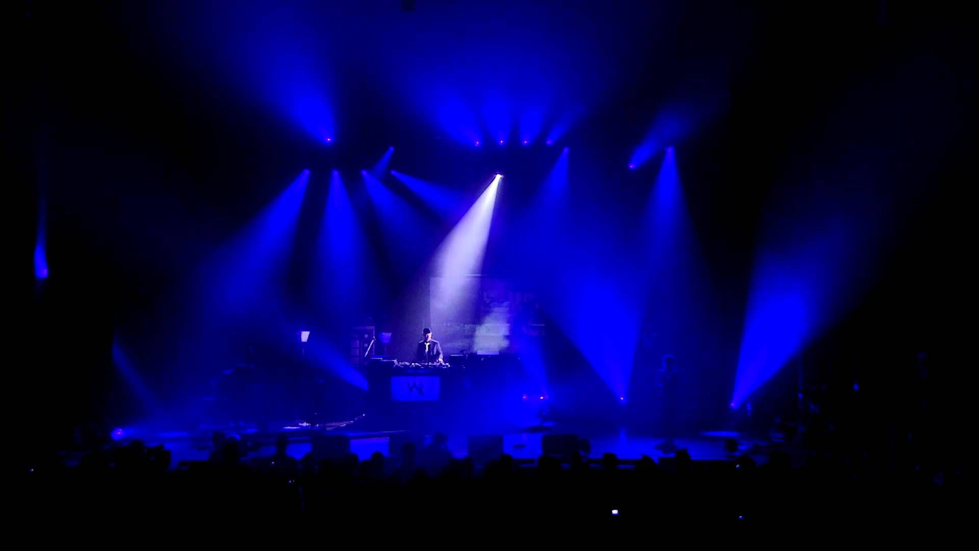 01 - WAX TAILOR - In The Mood For Live (Live Paris, Olympia 2010)