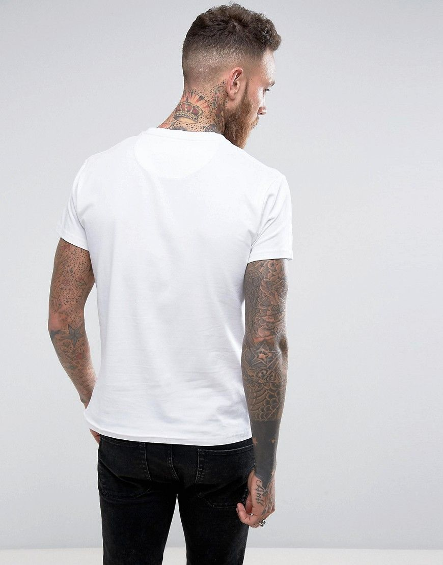 85198051d33 Farah T-Shirt with F Logo Muscle Fit Exclusive - White  musclefitness