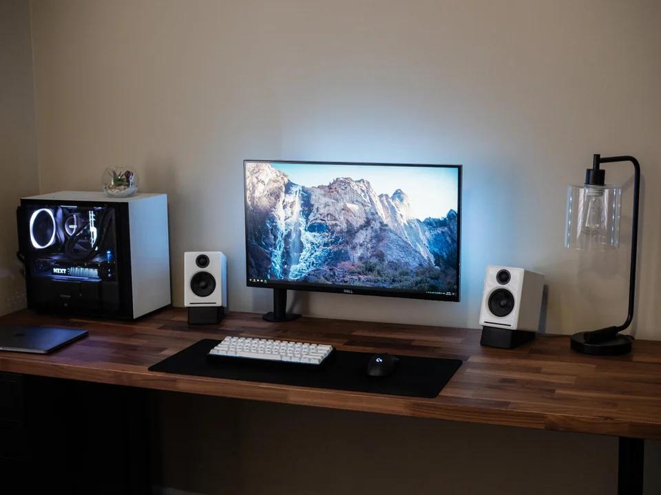 Minimalist setup when my desk isn't a complete mess