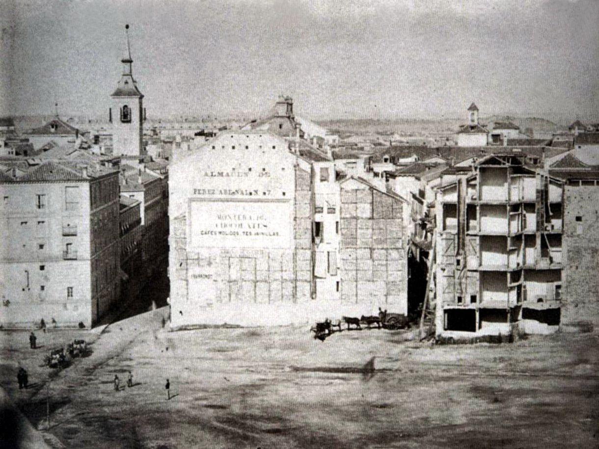 Obras en puerta del sol 1858 destaca la publicidad de Obras puerta del sol