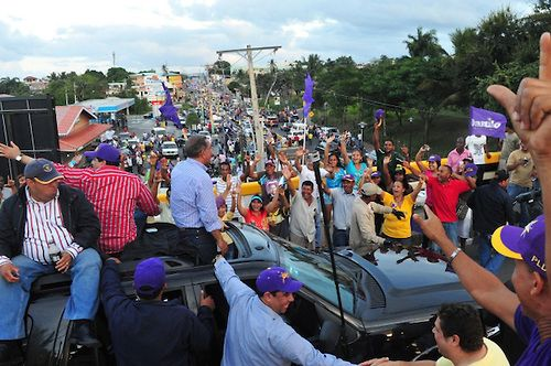 El desbordamiento de la publicidad política del Partido de la Liberación Dominicana (PLD) y del gobierno y su financiamiento de una red nacional de medios y comunicadores, es una de las explicaciones de las altas preferencias electorales que le arrojan las encuestas, en contraste con graves insatisfacciones en ellas mismas expresadas. Todas las encuestas han... Ver Artículo