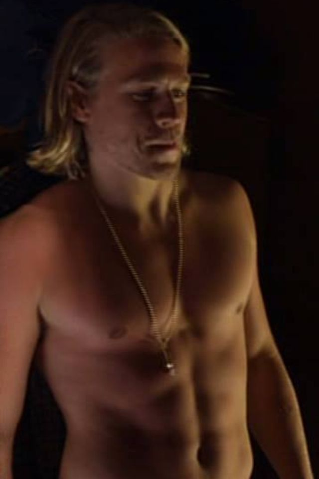 girls-close-naked-photos-of-charlie-hunnam-needed-for