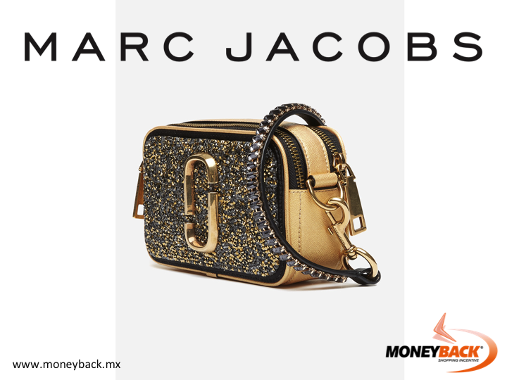 MONEYBACK MEXICO. This MARC JACOBS Crossbody Camera Bag is the most wanted crossbody bag this season that you can wear like a crossbody or a clutch. A glittering canvas body will make you do a double take. It can be used to carry other things as well! Moneyback gives you a tax refund for shopping in MARC JACOBS Mexico! #moneyback www.moneyback.mx