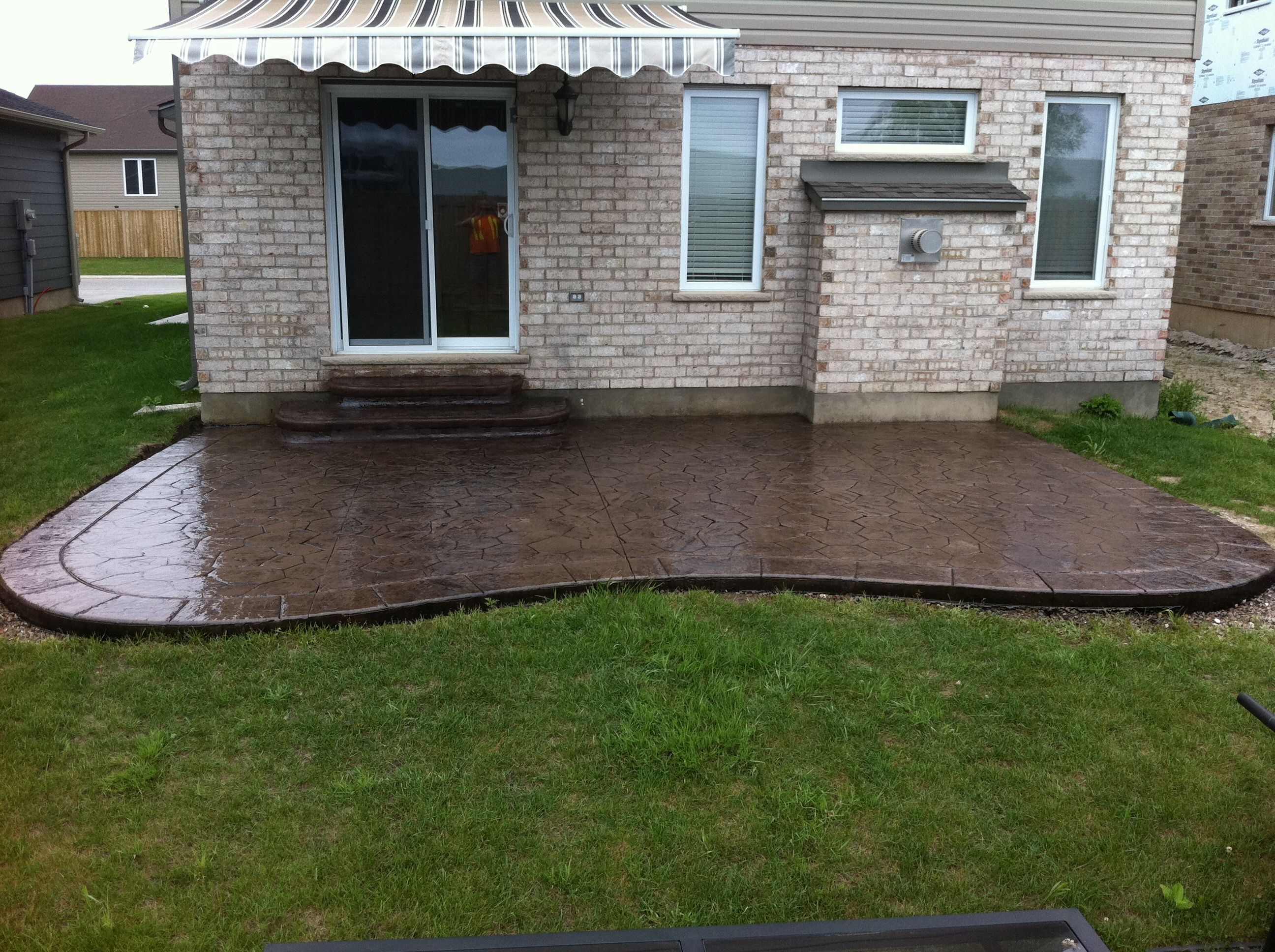 Patio design ontario broom finished concrete patio for Billige lampenschirme