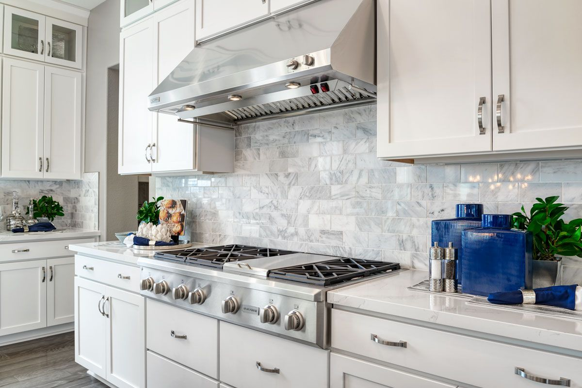 Stunning Backsplash Pascal Model Home Kitchen Hayward California Richmond American Homes New Kitchen Designs Home Kitchens Kitchen Design