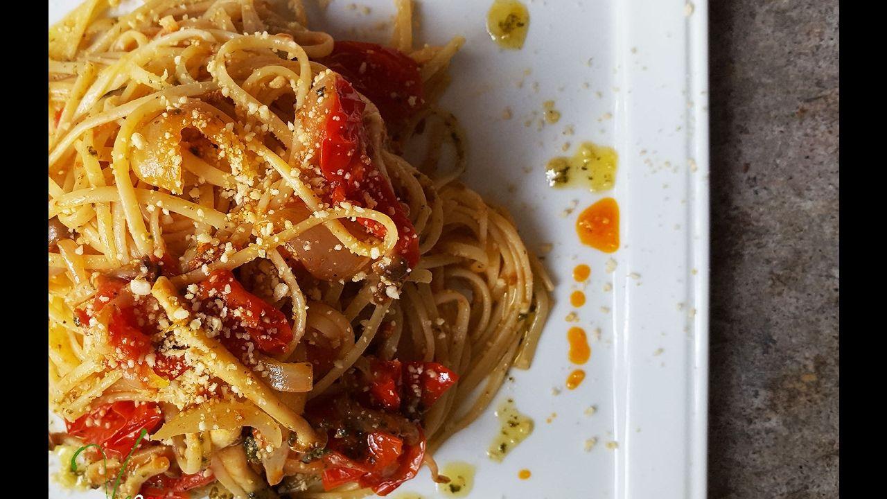 VEGAN pasta con  pomodoro fresco  e funghi     Connie's RAWsome kitchen