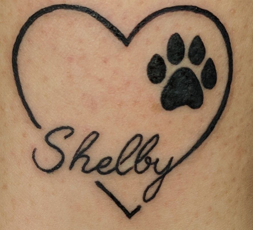 A Heart With A Paw Print And Your Pet S Name This Is A Beautiful Idea For A Pet Memorial Tattoo Design Tatuering Inspiration Snygga Tatueringar Tatuering