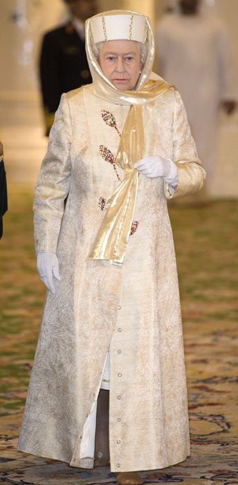 11/24/2010: Queen Elizabeth II visits a mosque during her state visit (Abu Dhabi, United Arab Emirates)