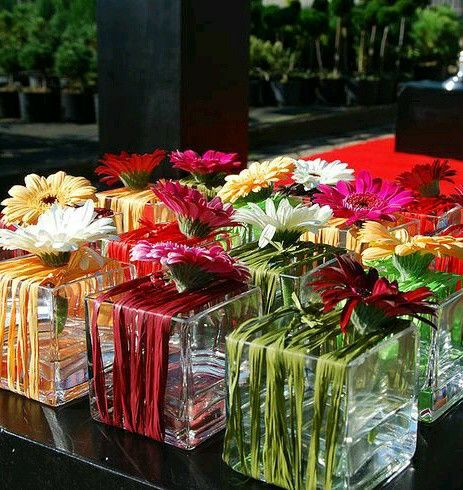 Interesting - cube vases with gerbera daisies #dekoblumen