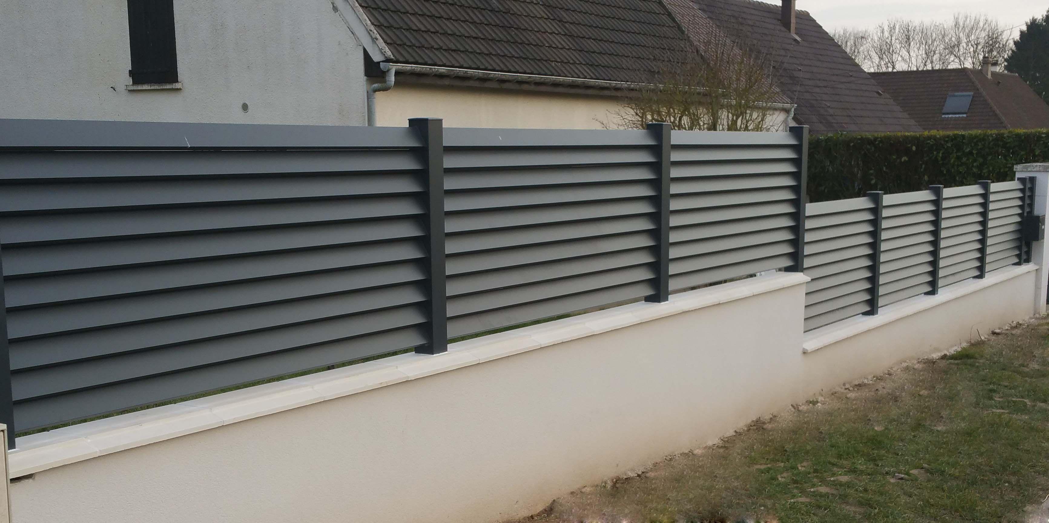 cloture aluminium lames inclinees ou