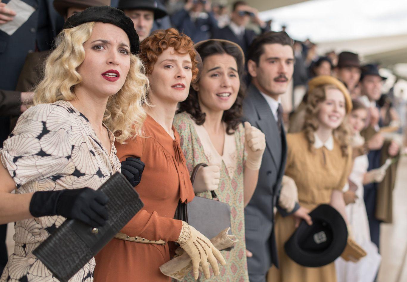 Los 25 Mejores Looks De Las Chicas Del Cable Para Despedirnos Por Todo Lo Alto De La Serie De Netflix Las Chicas Del Cable Dramas De época Chicas