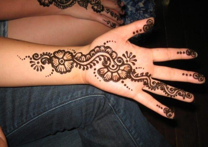 Gambar Henna Bunga Yang Mudah 14 Gambar Henna Bunga Terbaru Yang Cakep Hallo Guys Bagaimana Kabarnya Gambar Diatas Juga Merupakan Di 2020 Henna Desain Henna Gambar