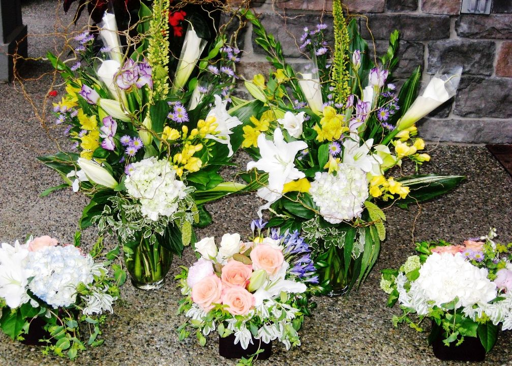 Gorgeous Large And Small Centerpieces In White Yellow And Peach