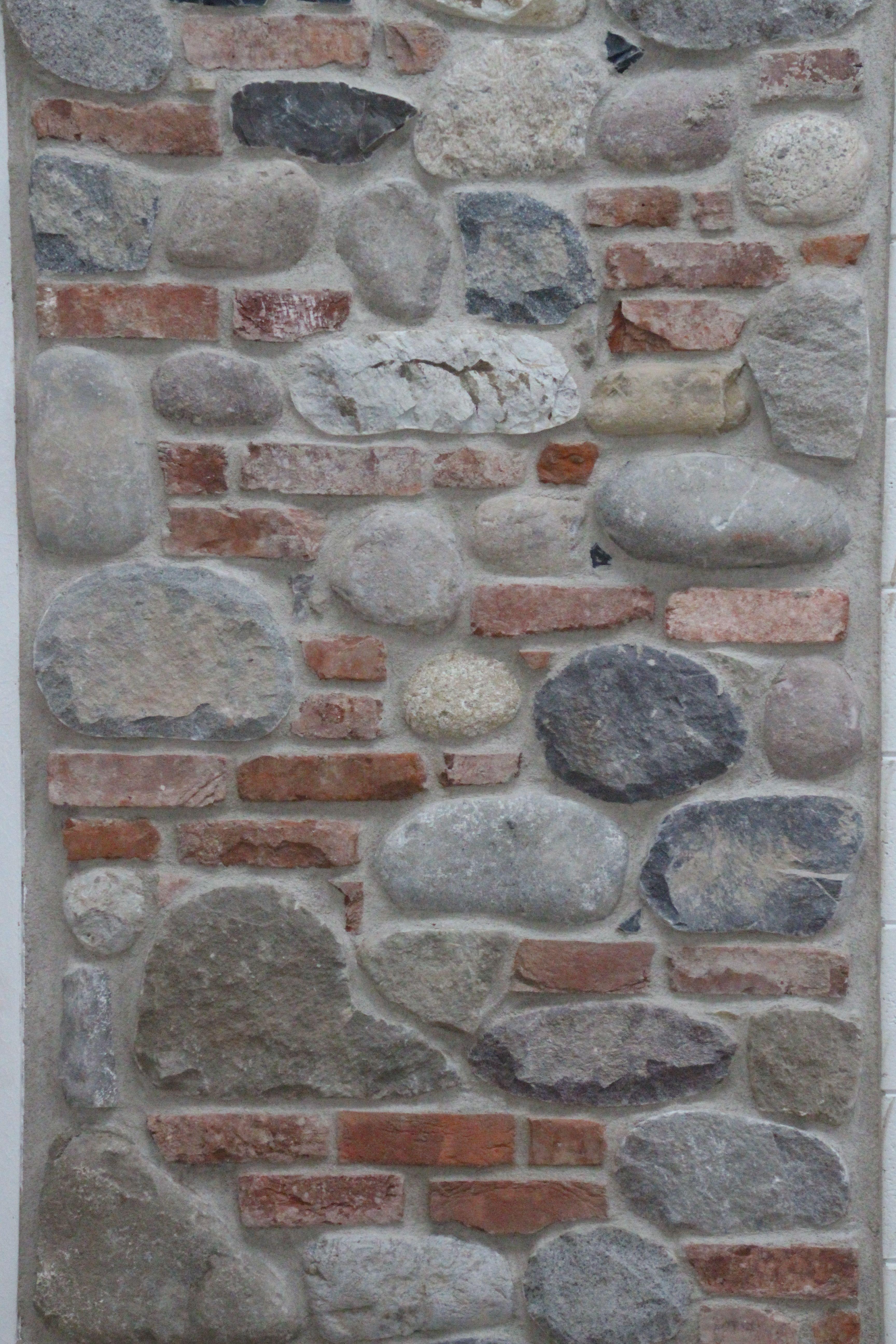 Muro Fatto In Pietra muro contadino #ciottoli e #mattoni stuccati con #malta