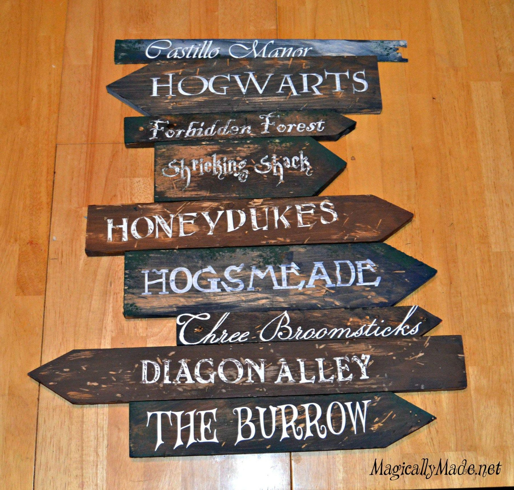diy harry potter directional sign alec 39 s room. Black Bedroom Furniture Sets. Home Design Ideas