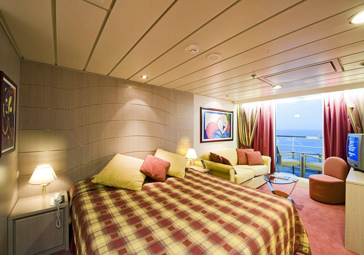 Zdjęcie pochodzi ze statku MSC Lirica. Trasa rejsu obejmuje Dubaj - Abu Dhabi - Khor al Fakkan - Muscat - Khasab - Dubaj. Kajuta piękniejsza niż całe moje mieszkanie! Ach, wspaniale byłoby się tam wybrać!