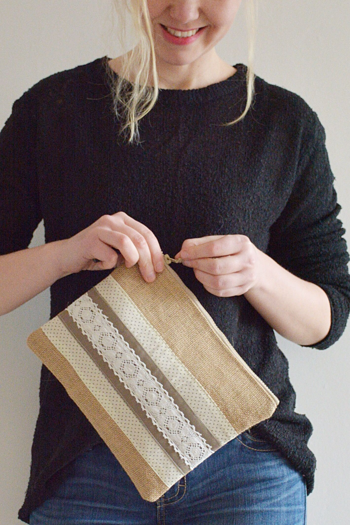 BURLAP with lace clutch bag with cotton lining //pouch with zipper // can be used as make up bag or toiletr
