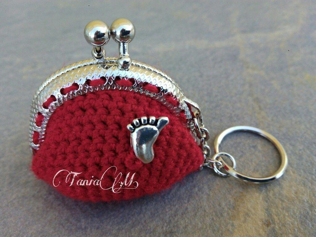 Llavero-monedero rojo con pie👣