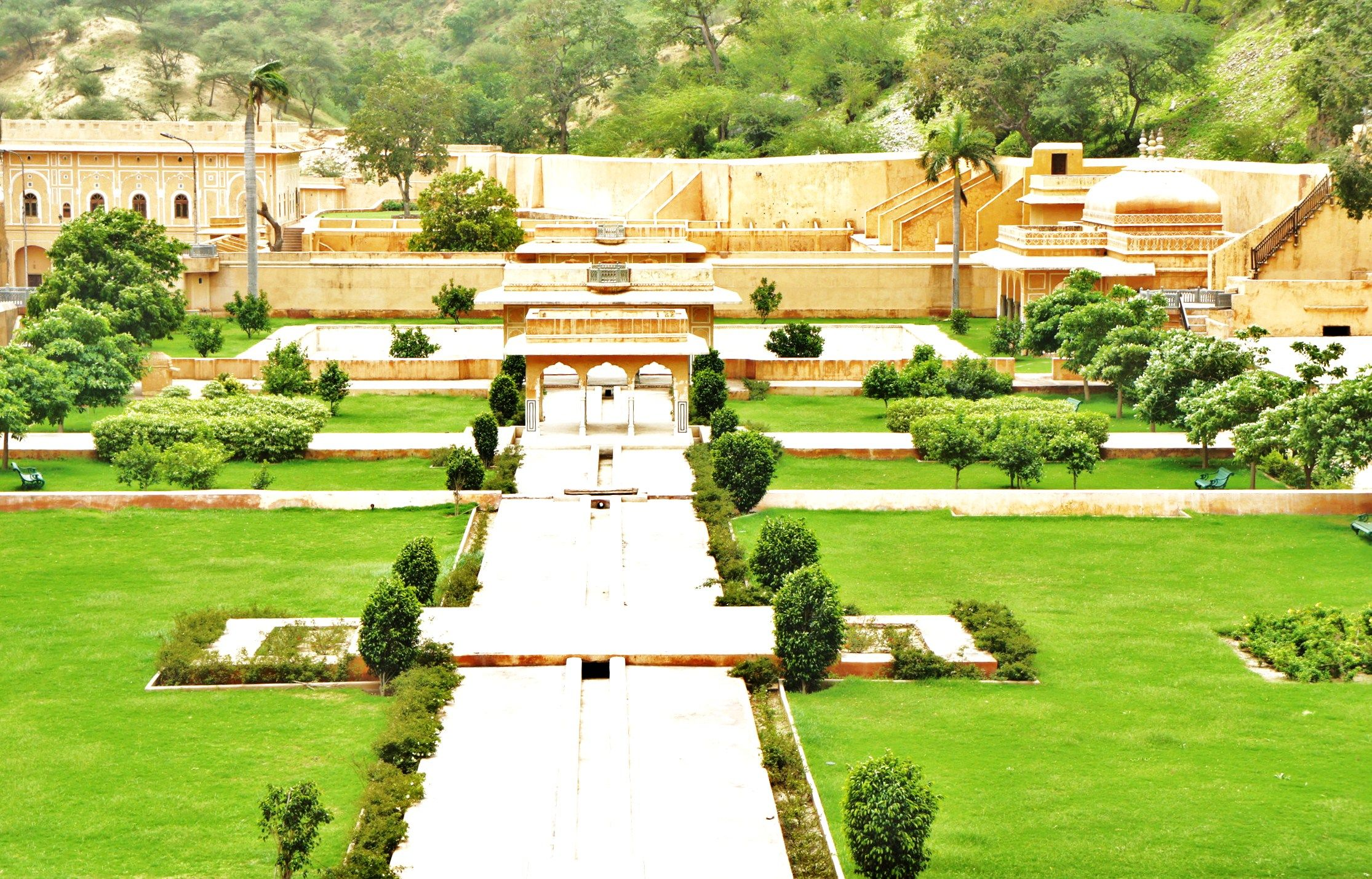 Sisodia Rani Garden And Palace Is A Beautiful Palace Garden 6