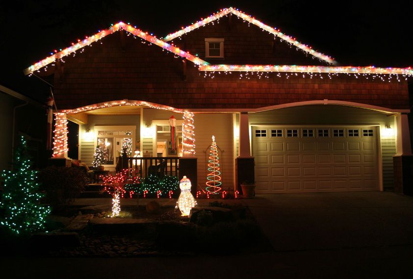 Outdoor decorating tips how to hang christmas lights on brick christmas lights are the most popular form of holiday decoration and many people enjoy decorating aloadofball Gallery