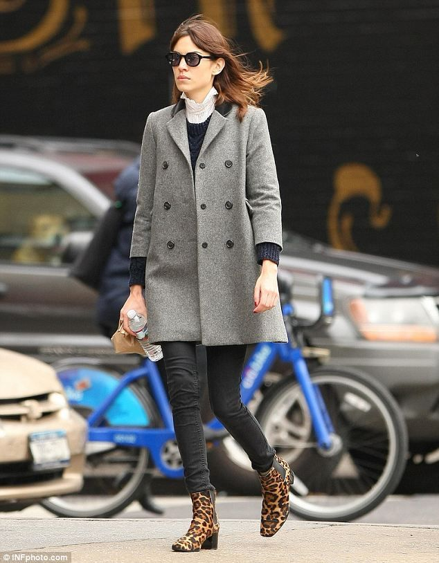 Chic Alexa Chung  The model s leopard-print boots added an edge to her  autumn outfit 012efbde96f