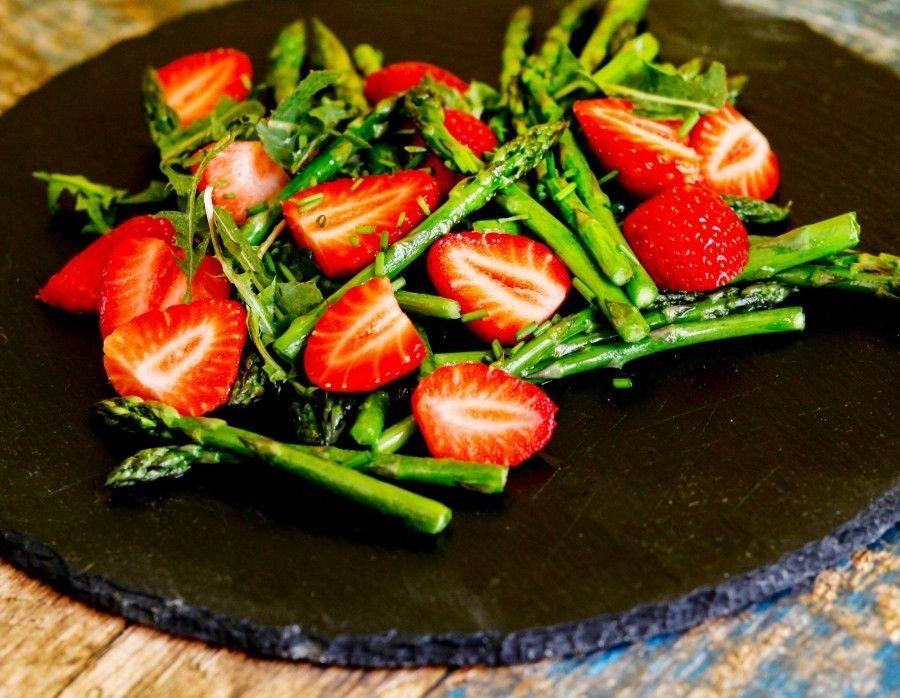 Spargel-Erdbeer-Salat - Rezept | Frag Mutti