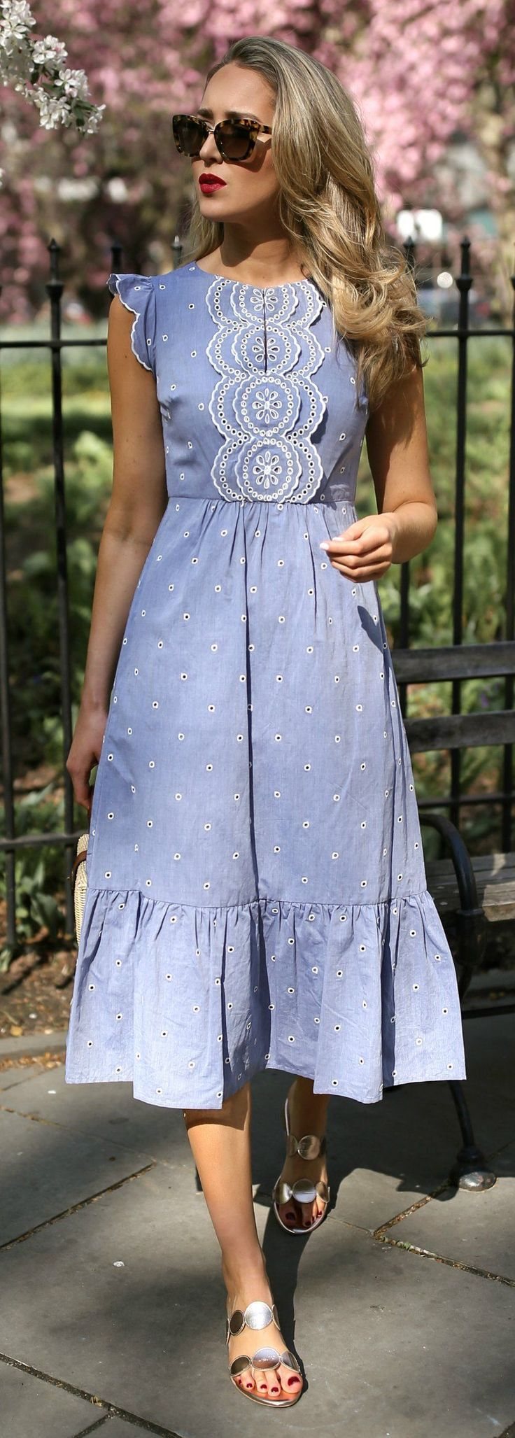 30 Dresses In 30 Days Garden Party Light Blue Contrast Broderie Anglaise Embroidery Midi Dress Light Wicker Box Bag Metall Elbise Giyim