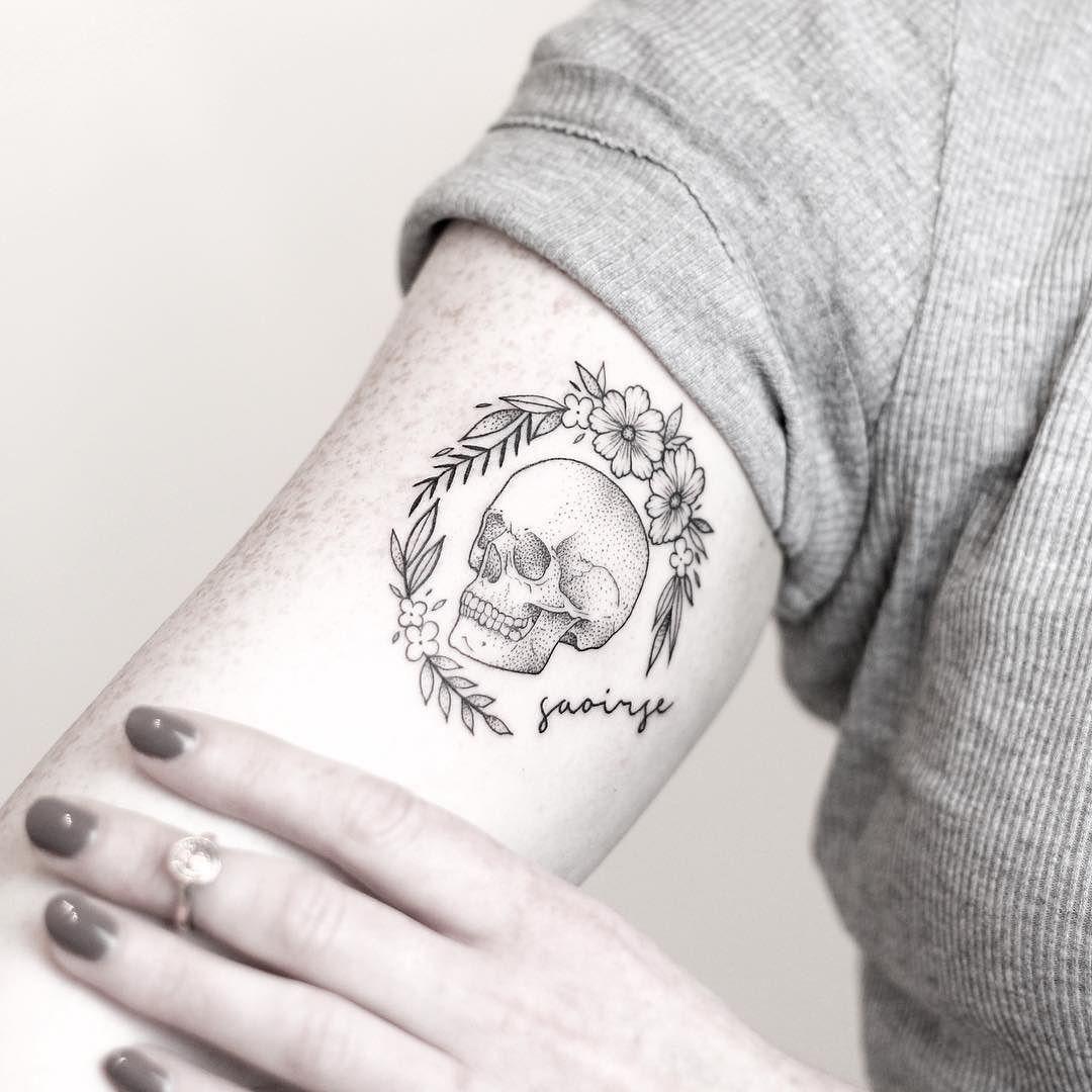Little skull from today thank you Rachel! _____________________________________ #rachainsworth #lagrainetattoo #smalltattoo #skulltattoo #floraltattoo @lagrainetattoo @rghtstuff