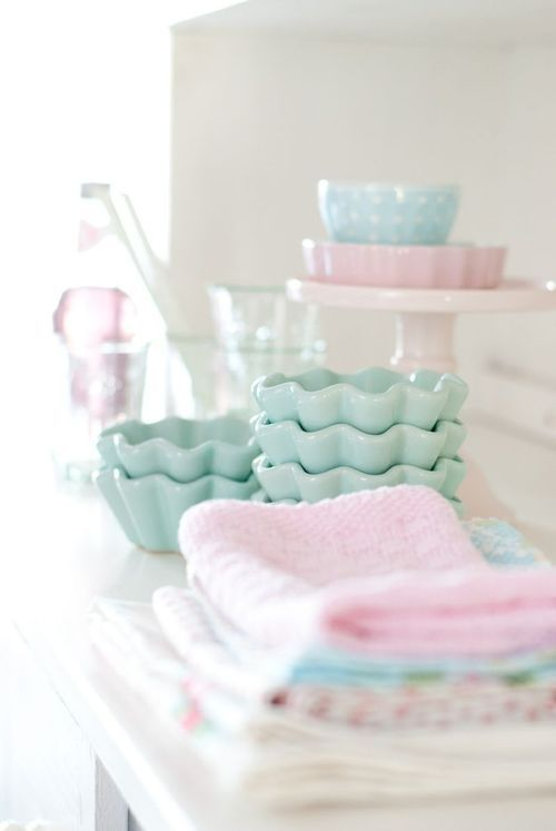 Pasel coloured kitchen accessories