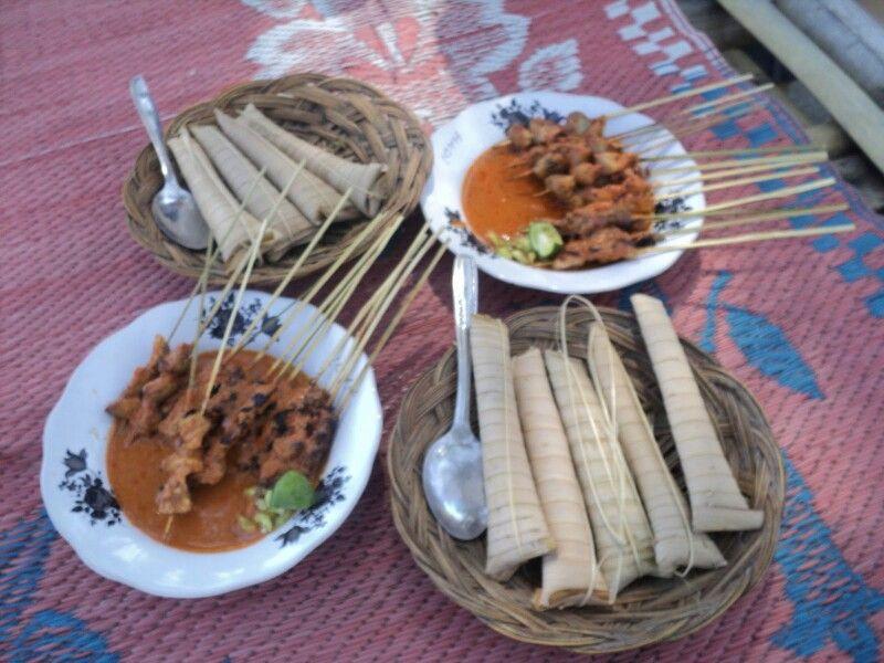 Bulayak Sate Ayam Lombok Kangkung