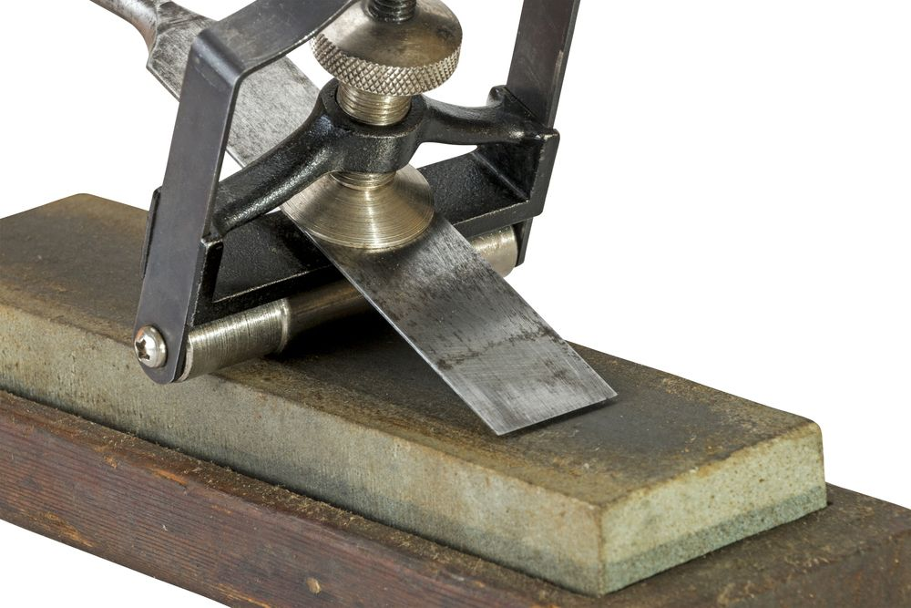 How to sharpen hand tools on a stone woodworking