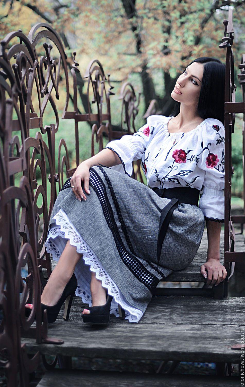 """Купить Женский льняной костюм с вышивкой ручной работы """"Ветки пиона"""" - белый, рисунок"""