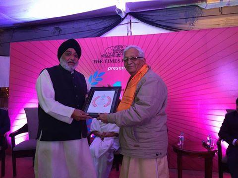 MAHESH KHAJANCHI: Brand Icon Award to Dr. Pranav Pandyaji परम श्रद्द...