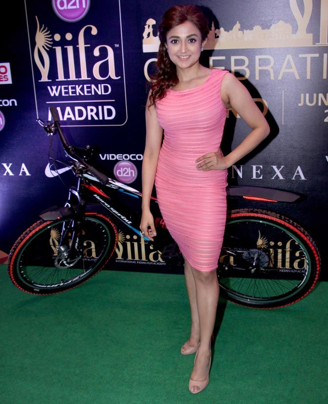 Monali Thakur At An IIFA Event. #Bollywood #Fashion #Style