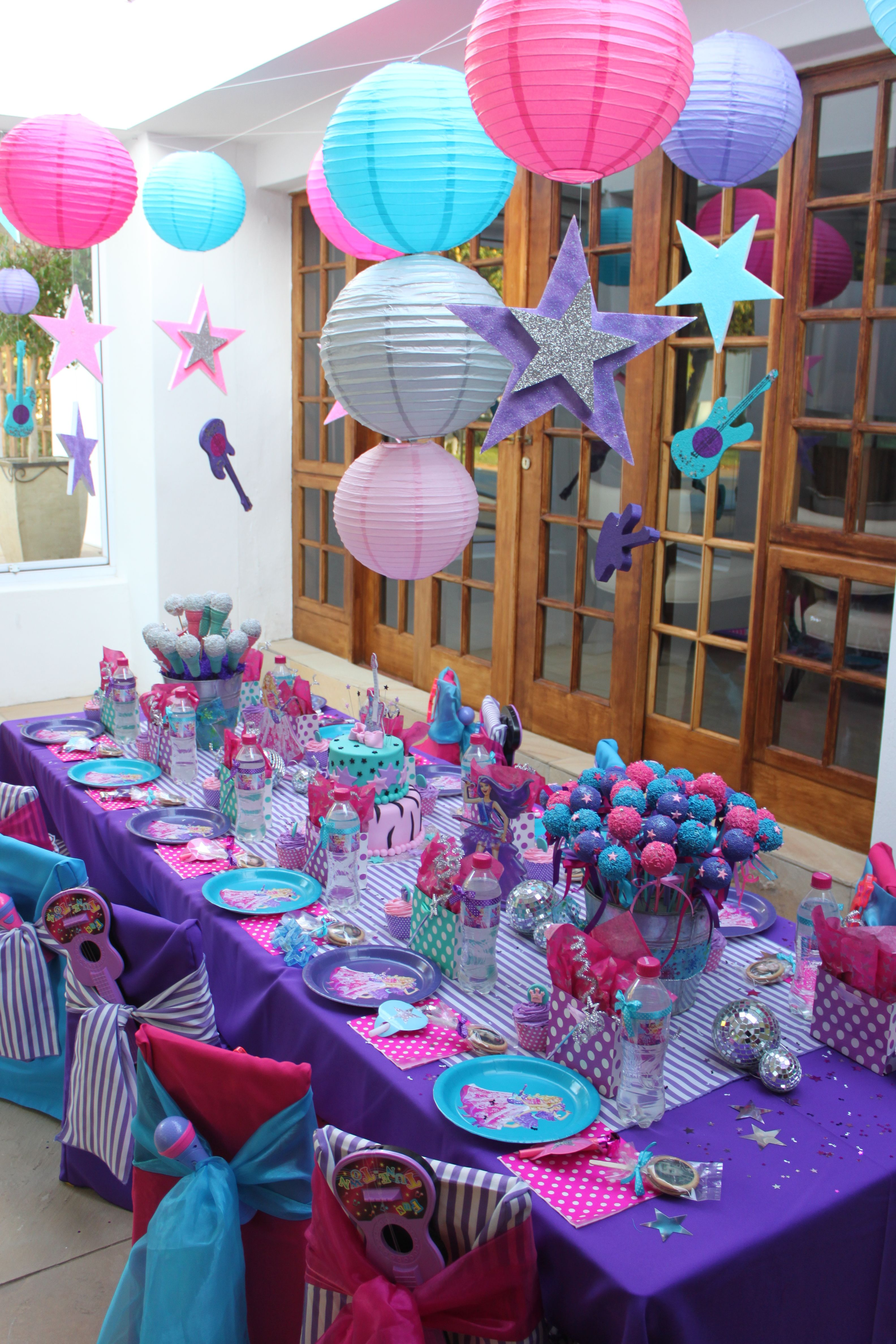 Cute Simple Decorations For A Party. Just Change The