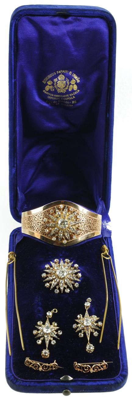 Medalhas: Presente do visconde de Ubá a sua filha, por ocasião de seu casamento com Antônio Ubelhart Lemgruber, em 29/04/1876.