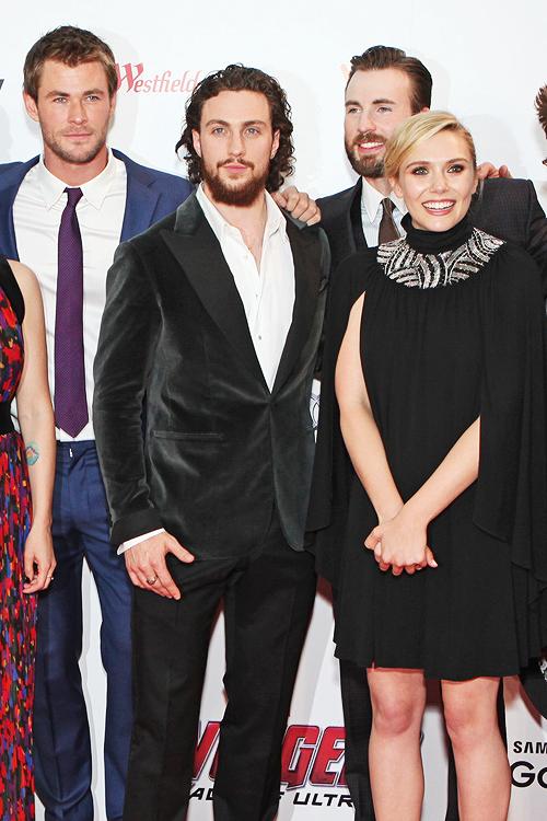 Elizabeth Olsen Chris Evans Are The Avengers Co Stars Dating Elizabeth Olsen Chris Evans Celebrities Female