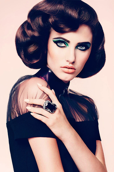 Add drama to your eyes with blue and green eye liner.