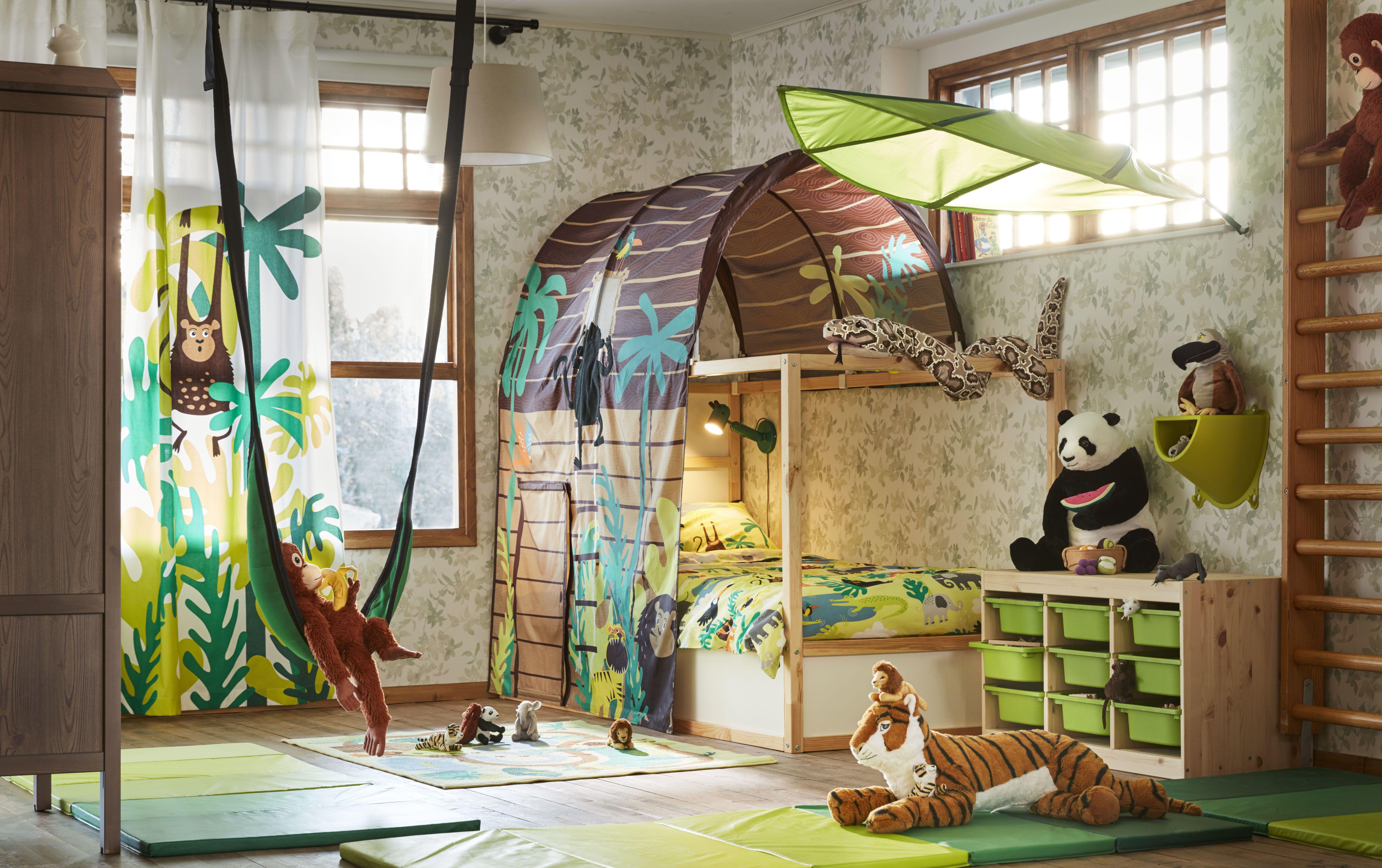 Djungelskog gordijnen met embrasse paar aap groen in