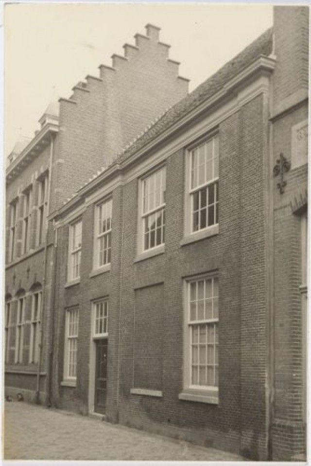 Muurhuizen 47 Oud Batavia Links Een Deel Van 49a De