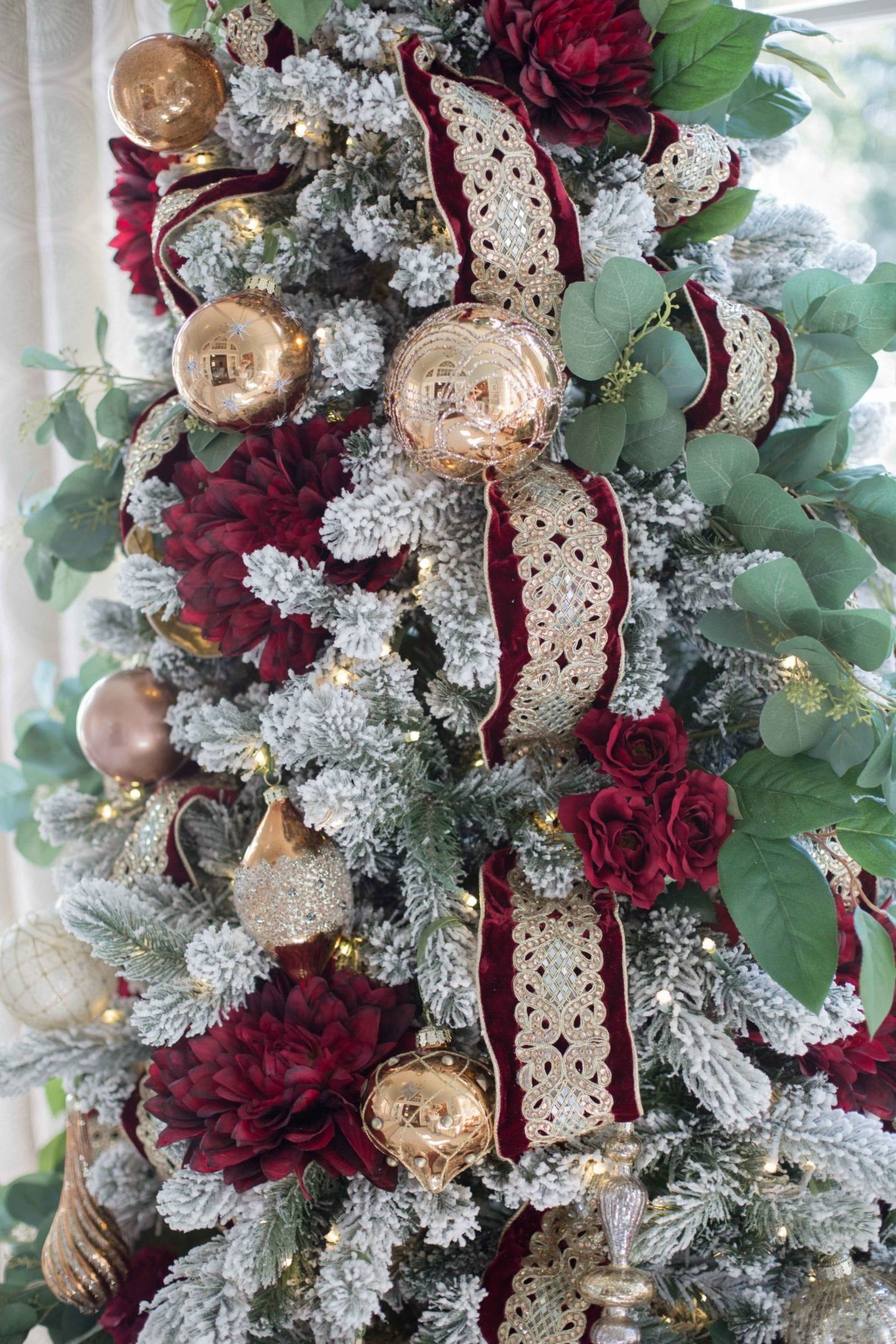How To Decorate A Crimson Red And Gold Christmas Tree Bluegraygal Gold Christmas Decorations Red And Gold Christmas Tree Christmas Tree Themes
