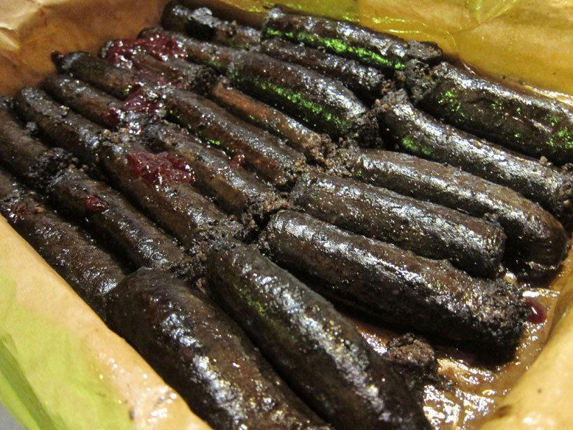 Bourdain popsi Suomessa noin puoli kiloa mustaa makkaraa ja kehui sitä. --- (Voi Luoja, kun saisi mustaa makkaraa.. *nuolee ruutua*)