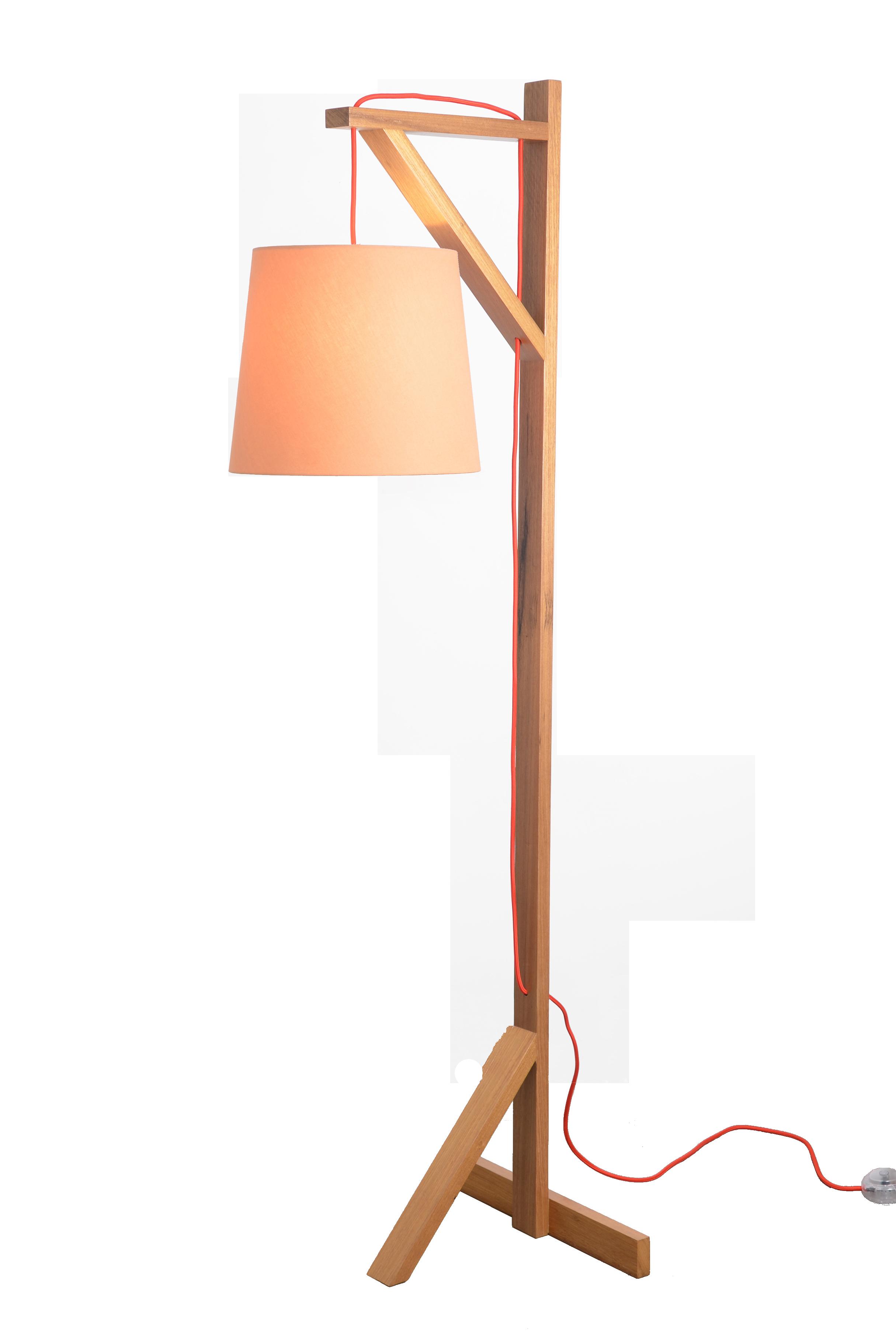 Coluna Forca com estrutura em pinus ou freijó.