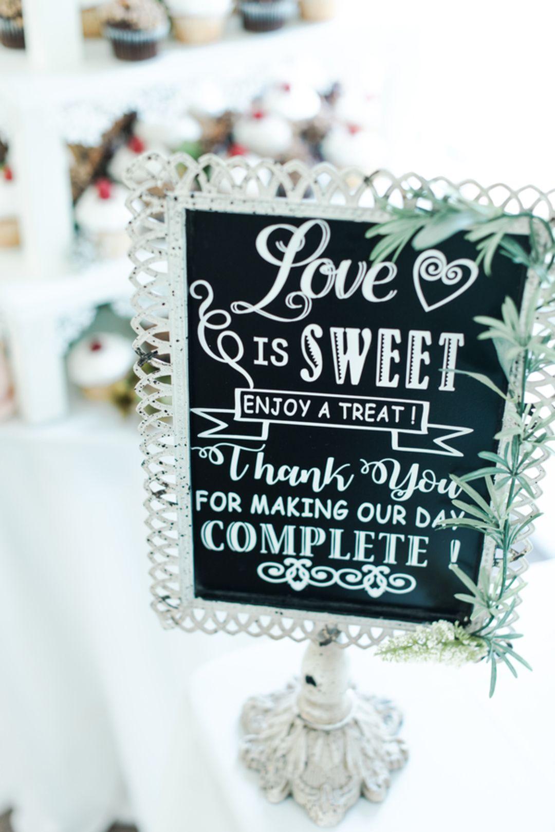 Wedding venues in virginia beach va  Natural Wedding at Graeme Park  Horsham PA in   Wedding Cake