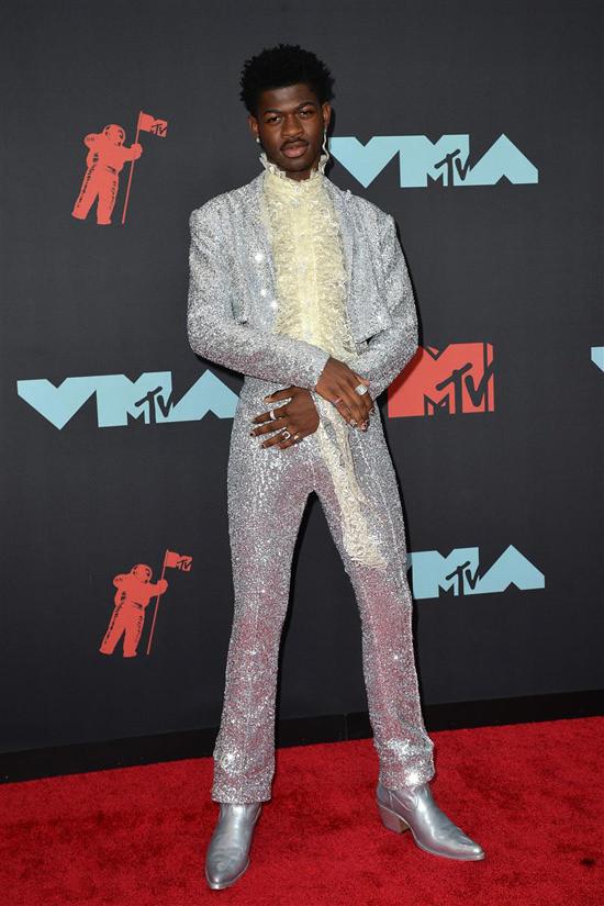 Lil Nas X Christian Cowan Silver Metallic Ensemble In 2020 Ensemble Hat Fashion Red Carpet Fashion