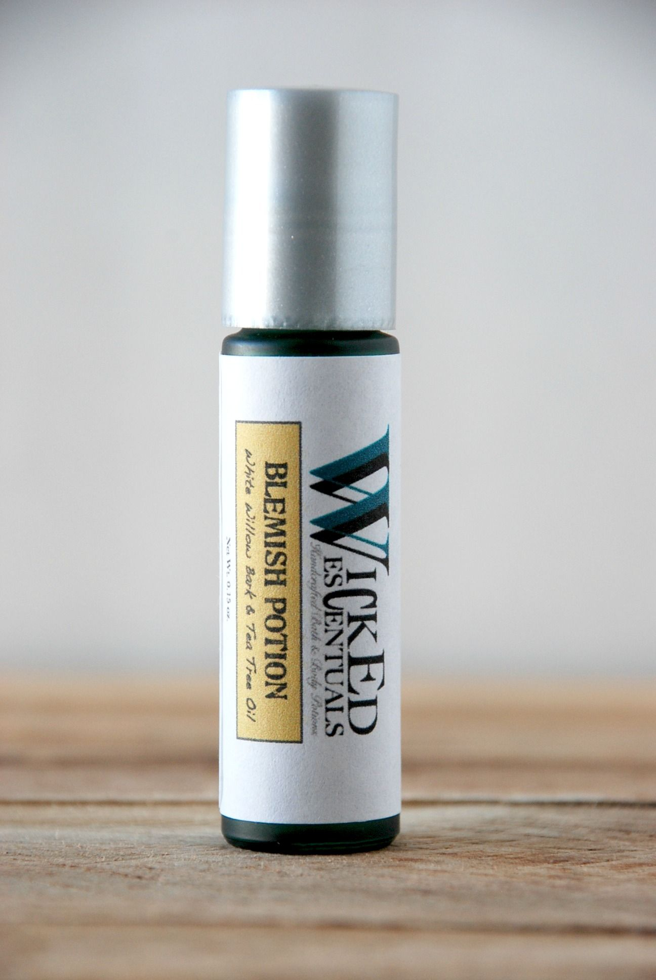 Wicked Escentuals blemish potion is formulated with tea tree oil, white willow bark (nature's salicylic acid) and alcohol-free witch hazel to help skin suffering with acne.