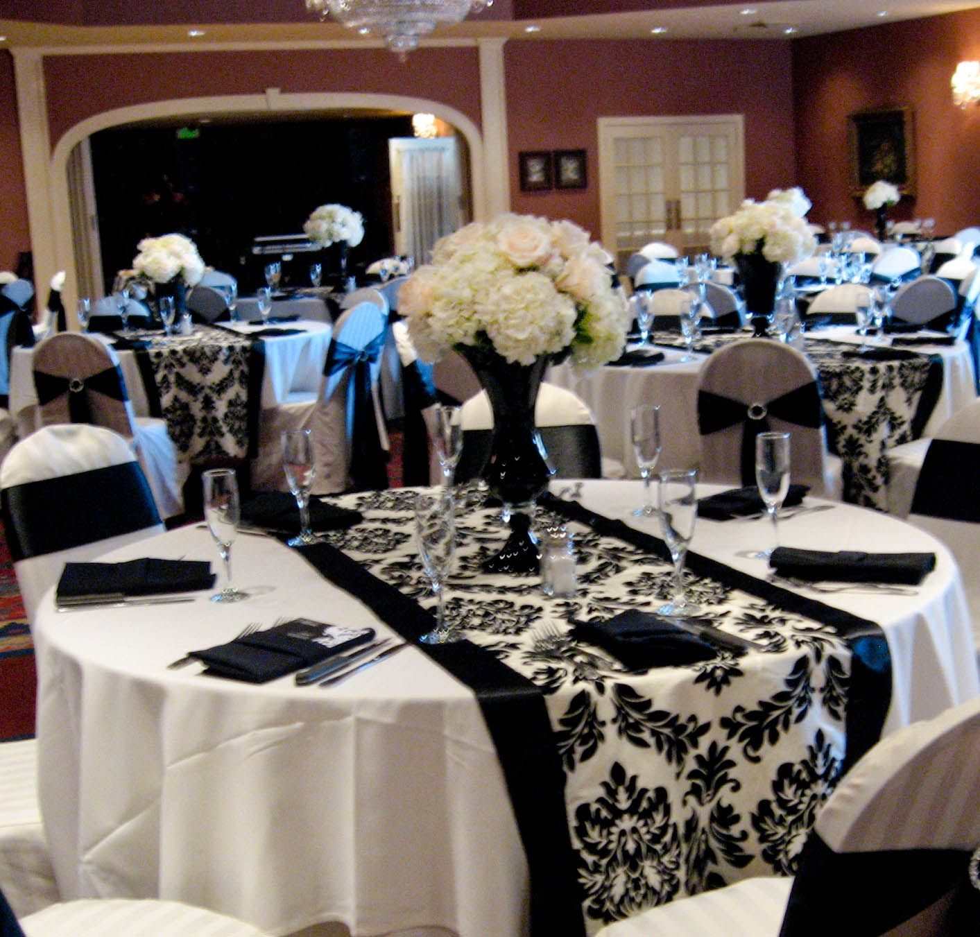 Wedding White Theme: Dramatic Black And White Wedding Reception. I Like The