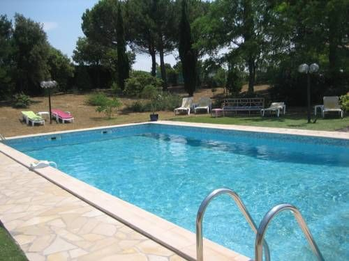 Logis Hotel La Gentilhommiere Trebes This Logis hotel is located 5 km from the walled city of Carcassonne and Canal du Midi, both of which are UNESCO World Heritage Sites. It offers free Wi-Fi and free parking.