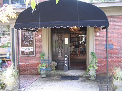 An Independent Book Store Cafe House House Book Book Cafe